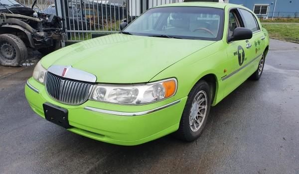 LINCOLN TOWN CAR CAB